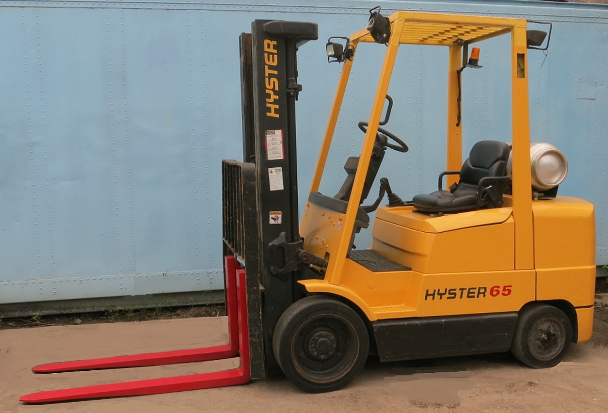 Hyster 6,500 lb  Fork lift Propane Model# S65XM 3 stage mast, sideshift,  Low 4,400 hours